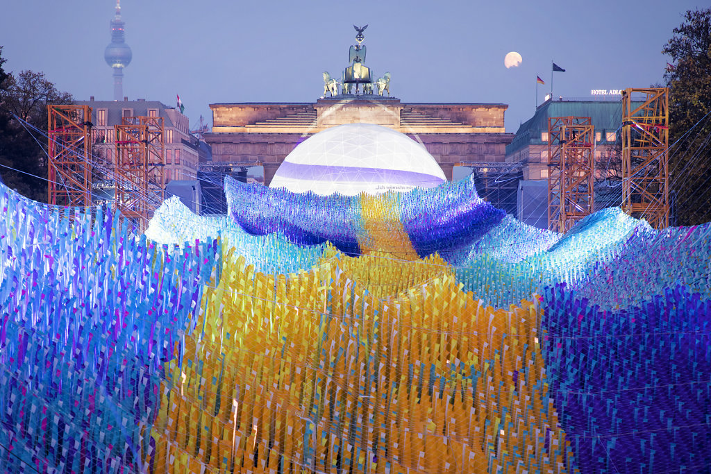 "Installation ""Visions in Motion"" zum 30-j?hrigen Jubil?um des Mauerfalls am Brandenburger Tor in Berlin am 10.11.2019."